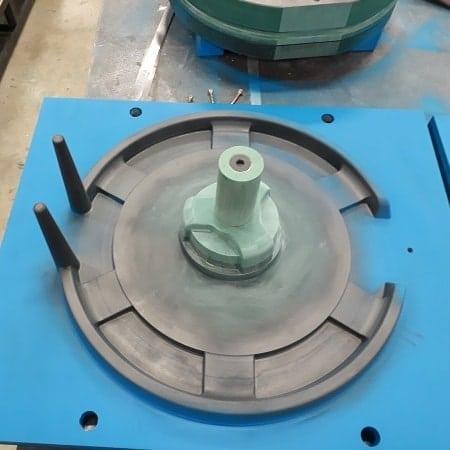 Outillage pour la réalisation d'une pompe à eau